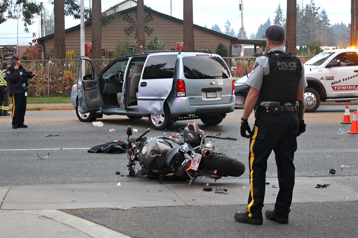 Motorcyclist dies in crash in front of Nanaimo North Library